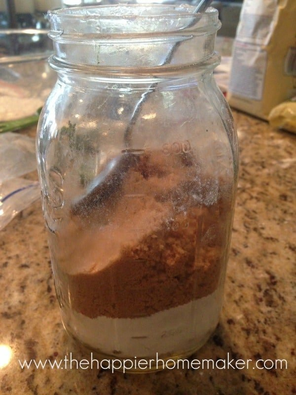making cookie mix in jar look good