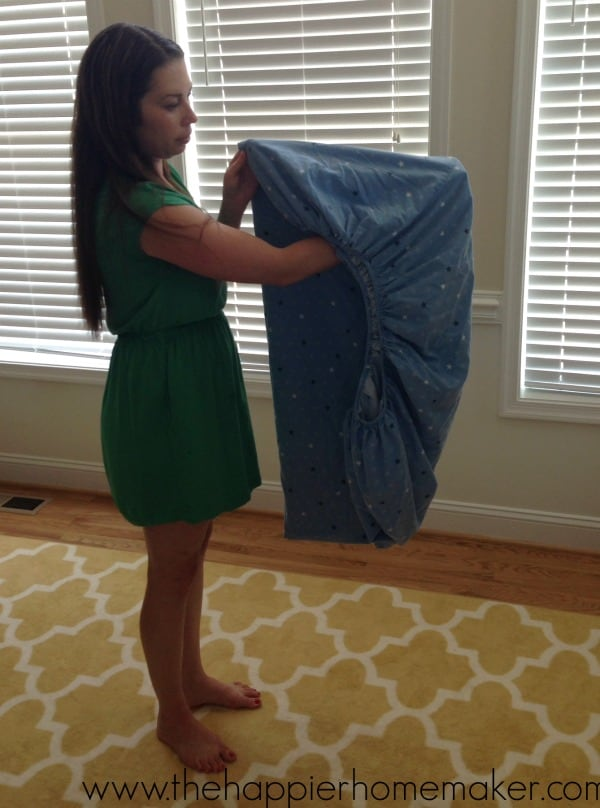 tutorial for folding a fitted sheet