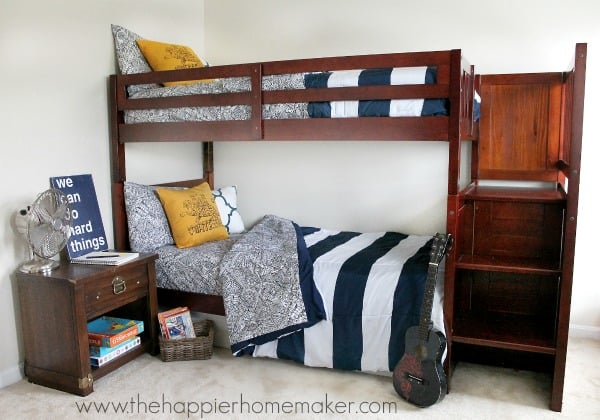 kid's bedroom with bunk beds
