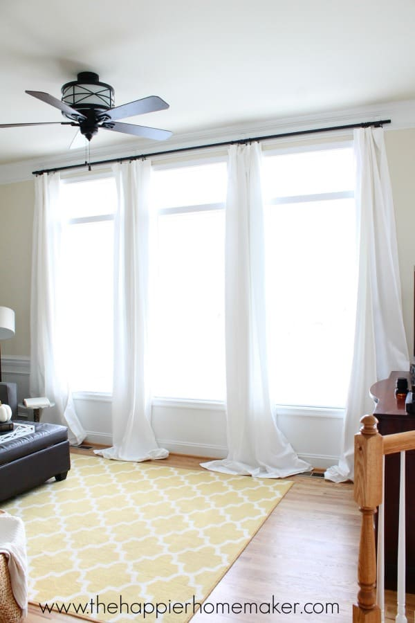 How to hang curtains without holes using command hooks-great idea for renters or students who don't want to put holes in the walls!