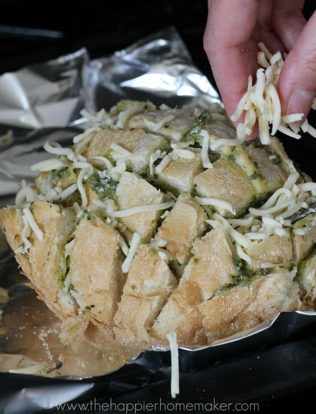 Pesto Cheesy Pull Apart Bread (aka Crack Bread!) This is such a great party appetizer!