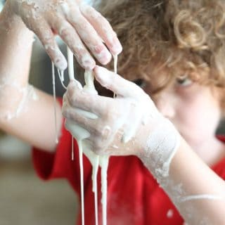 Messy Kid's Craft: DIY Non-Newtonian Fluid aka Cornstarch Slime!