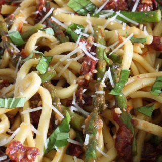 Sun Dried Tomato Asparagus Vegetarian Pasta