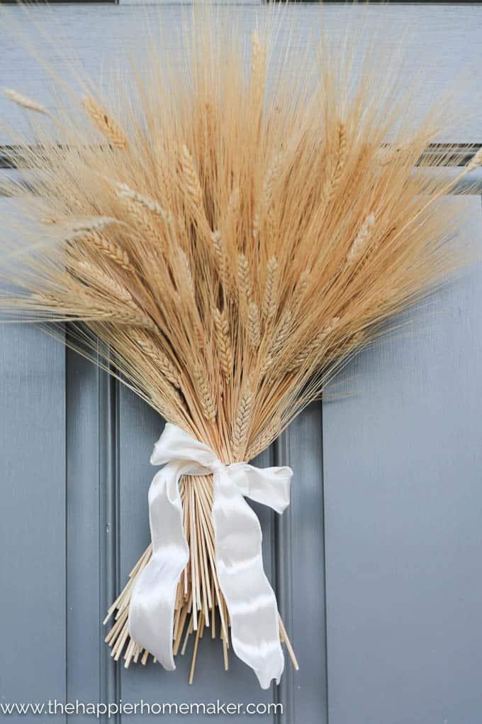 simple diy wheat bundle wreath-1
