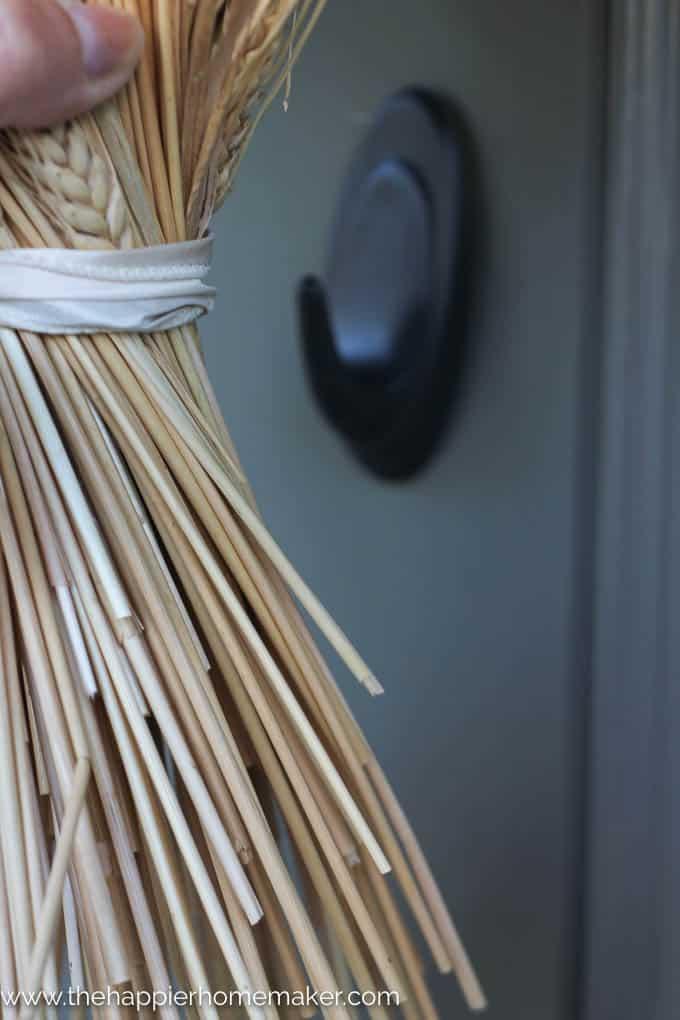 simple diy wheat bundle wreath-3
