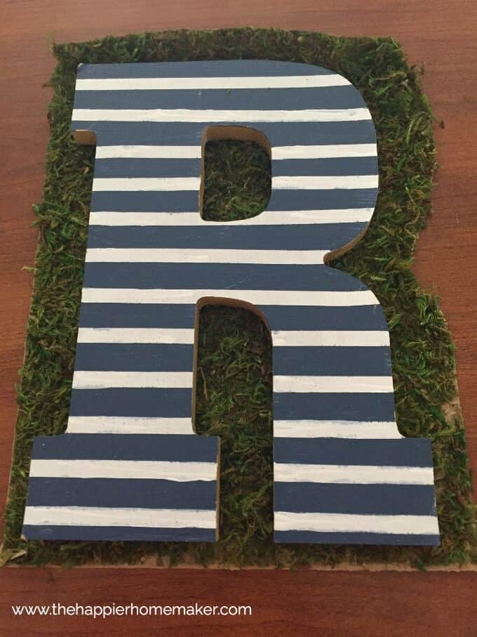 This easy to make Moss Monogram is the perfect spring decor-and under $10 to make!