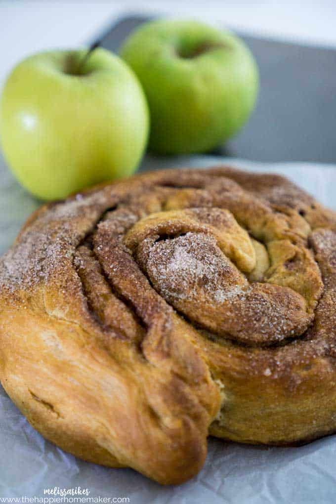 4 ingredients and 5 minutes prep time make this Apple Cinnamon Roll the easiest dessert ever!