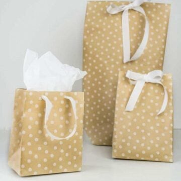 3 DIY gift bags with white ribbon