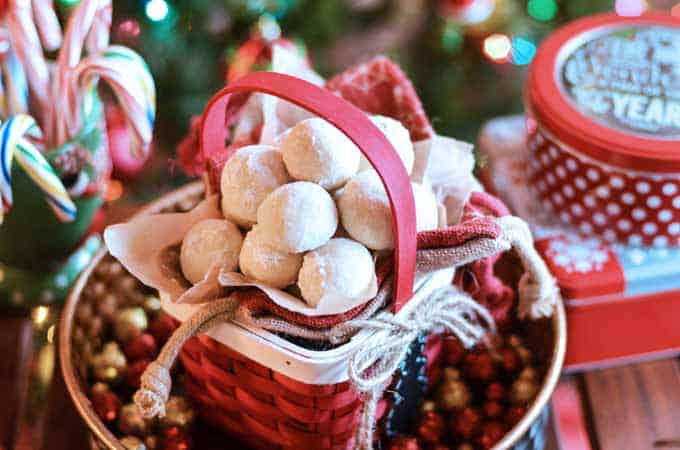 Almond Snowball Cookies- easy 6 ingredient cookie recipe perfect for gifting around Christmas!