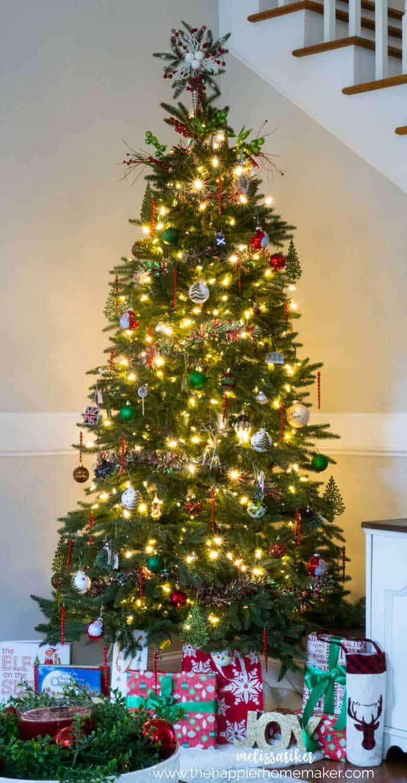 Traditional Christmas Decor 2017 | The Happier Homemaker