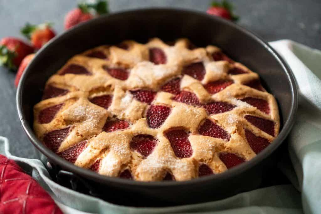 strawberry cake in springform pan