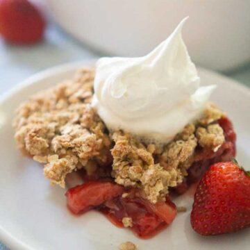 strawberry crisp on plate
