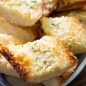 garlic bread in white bowl