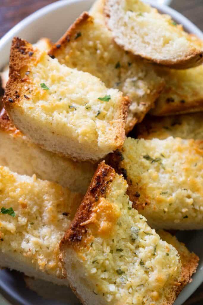 garlic bread in white bowl